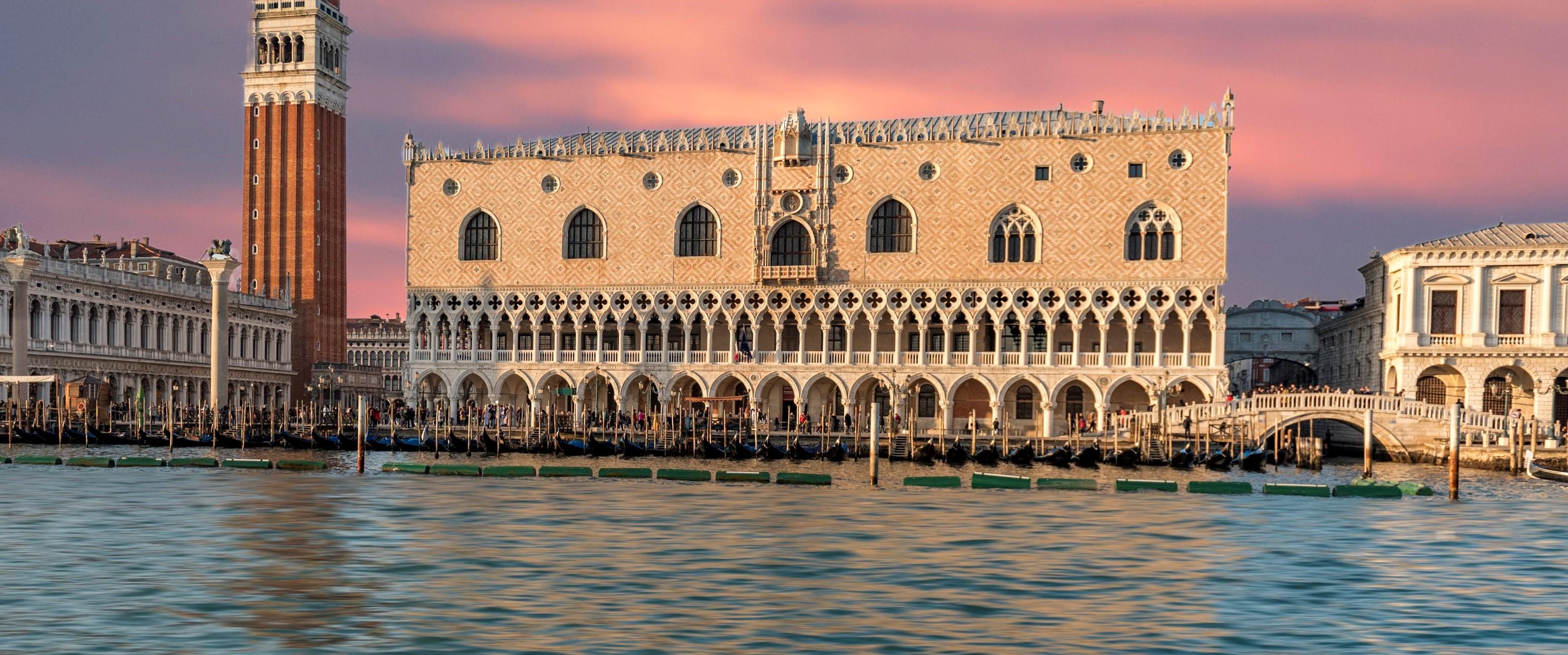 Vue extérieure du Palais des Doges à Venise